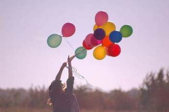 635676088281786256-141727351_ballons-balloons-colors-cute-girl-photography-favim-com-89864_large-imgopt1000x70